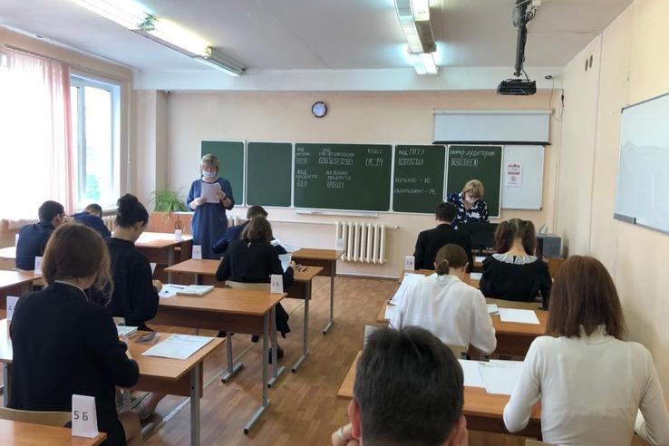 Ленинградские девятиклассники сдали экзамен по математике
