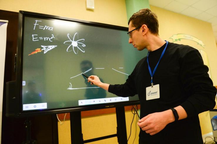Ленинградские студенты помогут школьникам на «дистанте»